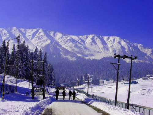 gulmarg in winter by baba methesir
